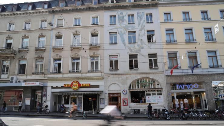 Am Steinenberg 21 und 23 sind die Schnellrestaurants City Liner und Café Damas einquartiert. Foto: M.Toengi
