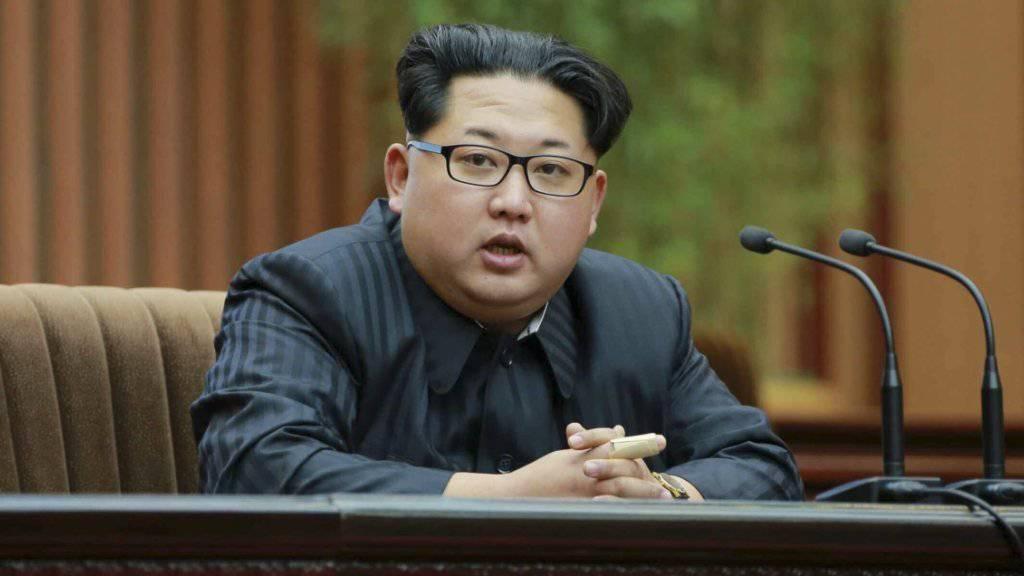 Der nordkoreanische Machthaber Kim Jong Un bekräftigte erneut, dass seine Armee atomare Sprengköpfe für Raketen bauen könne. (Archivbild)