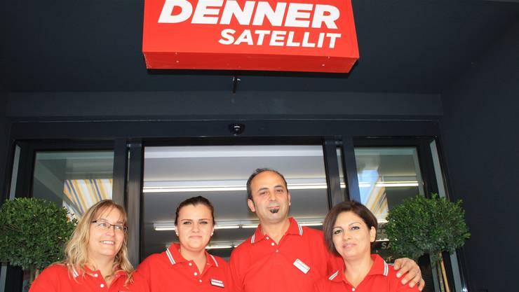 Der Ladenbetreiber Salman Donat mit seiner Frau Esem (r.) und zwei seiner Angestellten Andrea Kyburz (l.) und Liri Jakupi.