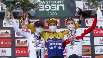 Das Podest in Lüttich: Der slowenische Sieger Primoz Roglic (Mitte) mit dem zweitplatzierten Marc Hirschi (links) und Landsmann Tadej Pogacar an seiner Seite