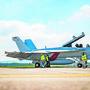 Ein Kampfjet des Modells Boeing F/A-18 Super Hornet nach einem Testflug auf dem Militärflugplatz Payerne.