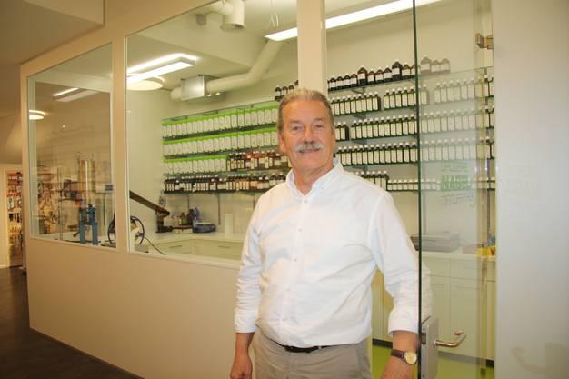 Bruno Nagel freut sich über das Laboratorium