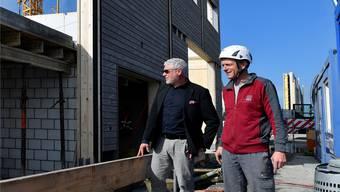 Architekt Ivo Erard und Jürg Affolter, Inhaber der Firma Holzbau Moosmann, Rüti.