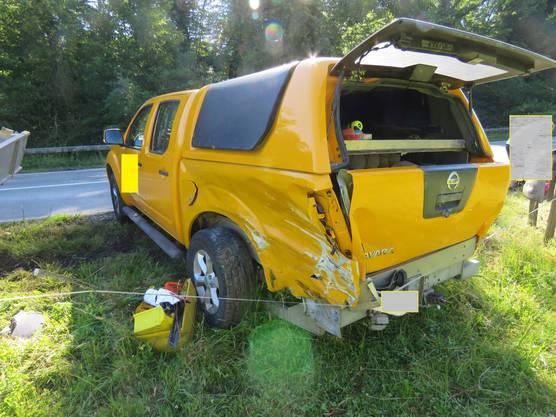 Der Lenker des Lieferwagens, ein 47-jähriger Portugiese, verlor die Herrschaft über sein Gefährt. Es geriet ins Schlingern, knallte gegen die Randleitplanke und prallte gegen einen Peugeot, der entgegenkam.