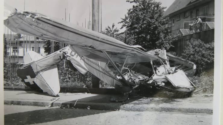Das Kleinflugzeug des Typs Auster stürzte an der Unterführungsstrasse, etwas unterhalb der Einmündung der Florastrasse, ab.