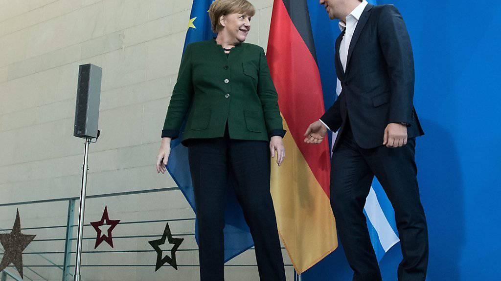 Angela Merkel und ihr griechischer Gast Alexis Tsipras beim Gang vor die Medien