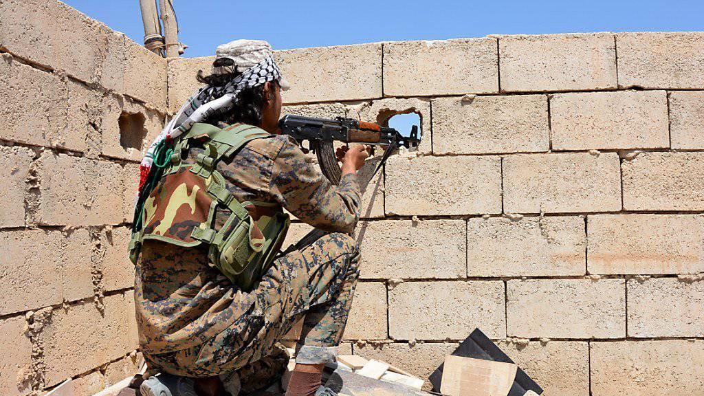 Angreifer nehmen Viertel in syrischer IS-Hochburg Al-Rakka ein