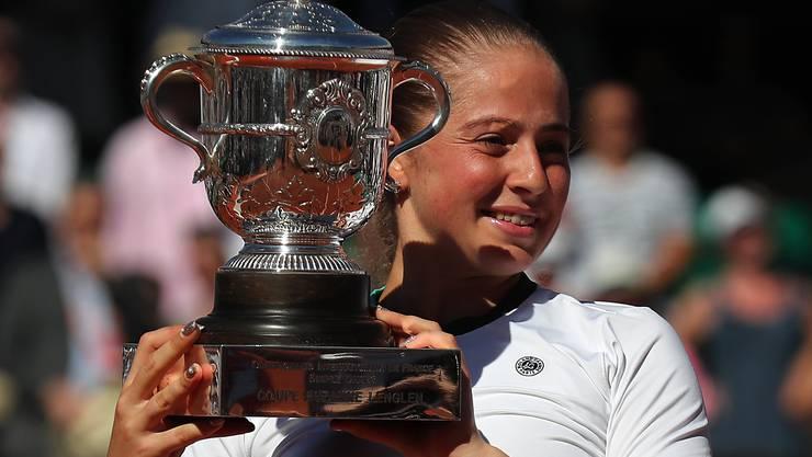 Die ungesetzte Lettin Jelena Ostapenko hat sensationell das French Open gewonnen.