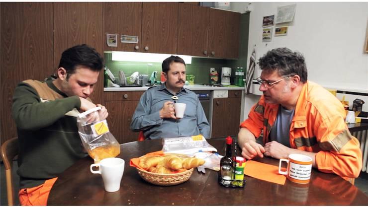Gabriel Vetter (Mitte) als Güsel-Detektiv in der von ihm geschriebenen Webserie «Güsel».