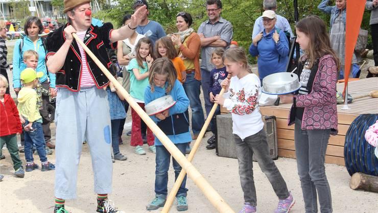 Clown Bippo sorgte bei der Einweihung der Spielanlage für Unterhaltung. wpo