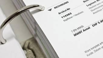 Schweizer Unternehmen begleichen gut 40 Prozent ihre Rechnungen zu spät.