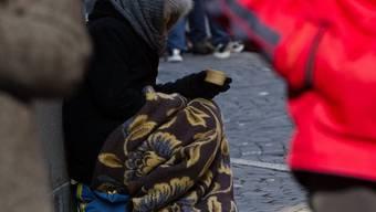 Ein Bettlerpaar wollte einen gehbehinderten Mann ausrauben (Symbolbild)