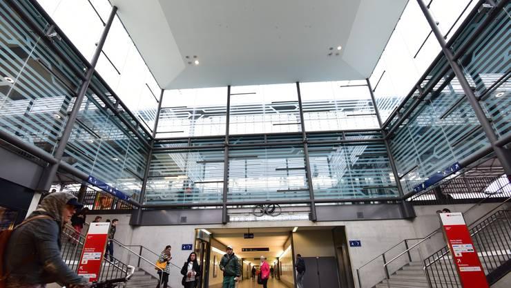 Im Glaskubus wird eine sieben Meter breite und knapp zwei Meter hohe LED-Anzeige installiert.