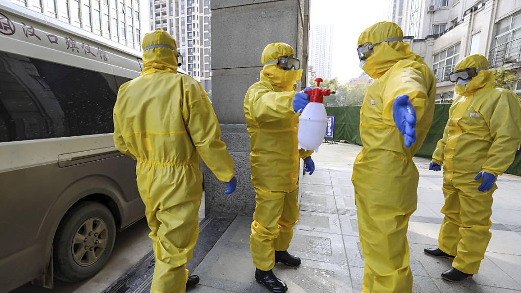 Abschottung vor Virus aus China verschärft - Schweizer reisen aus
