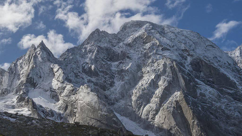 Der Berg ist ruhiger geworden. Am Piz Cengalo sind die Bewegungen im Fels von mehreren Zentimetern auf ein paar Millimeter pro Tag zurückgegangen.