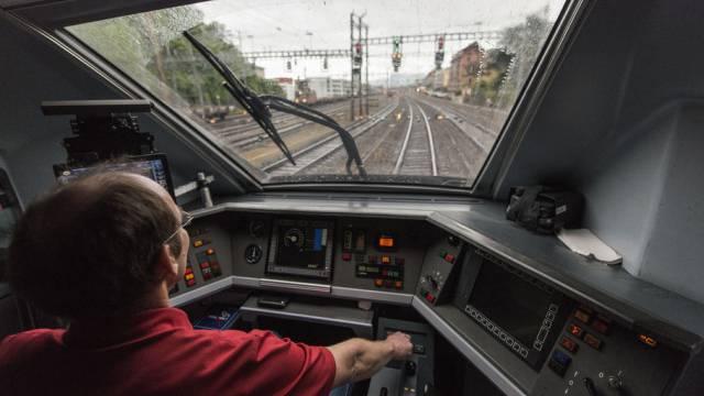 Ein Lokführer auf der Strecke Zürich-Genf (Archiv)