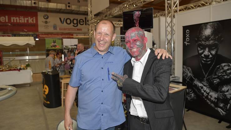Messeleiter Christian Riesen (links) mit Pascal Waldburger alias «Toxo» bei der mia-Eröffnung 2018.