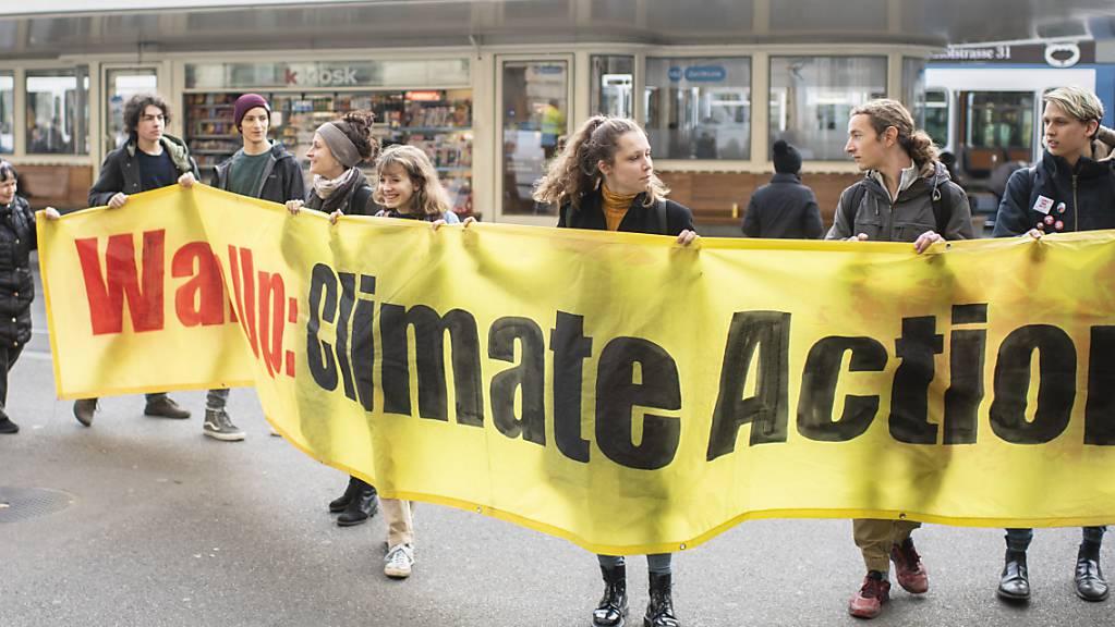 Auch in der Schweiz wollen an diesem Freitag wieder Klimastreikende auf die Strasse gehen. International soll es Proteste in über 2400 Städten geben.