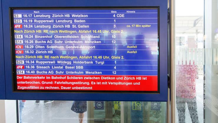 Die Fahrleitungsstörung im Bahnhof Schlieren führt zu Verspätungen und Zugausfällen im nationalen Bahnverkehrsnetz.