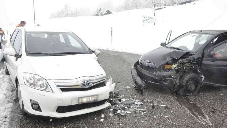 Die Autos kollidierten seitlich-frontal.