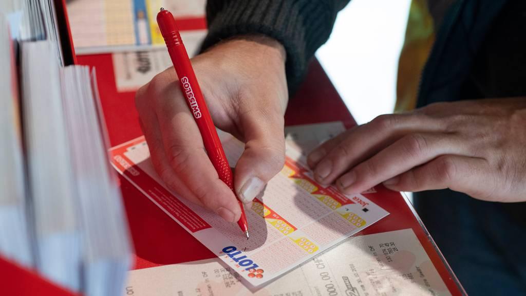 Seit Samstagabend hat die Schweiz einen neuen Lottomillionär oder eine neue Lottomillionärin. Preissumme: knapp 15,5 Millionen Franken.