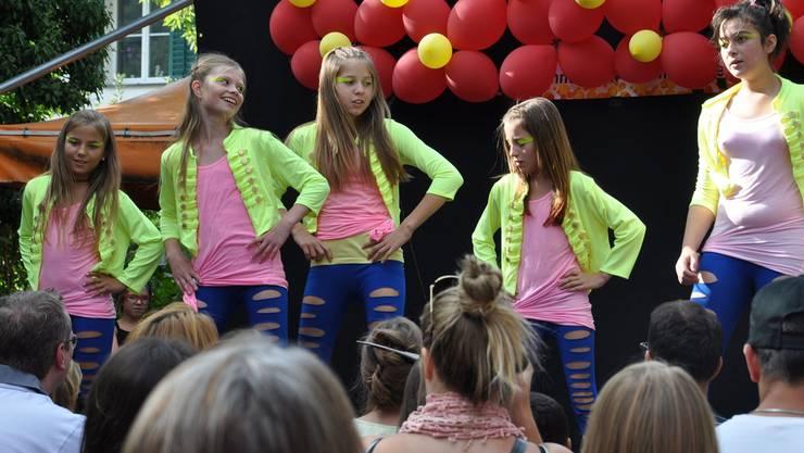 Mit ihren Darbietungen auf der Bühne begeistern die Kinder und Jugendlichen das Publikum. Andrea Ebneter