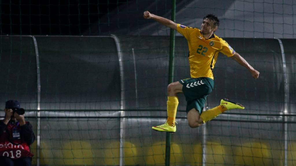 Litauens Matchwinner Fedor Cernych hebt ab.