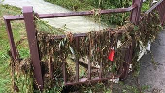 Die Bergstrasse-Brücke kurz nach dem Unwetter vom 8. Juli 2017. Die Uerke schoss über die Brücke hinaus, nachdem sich unter ihr Holz gestaut hatte. uhg