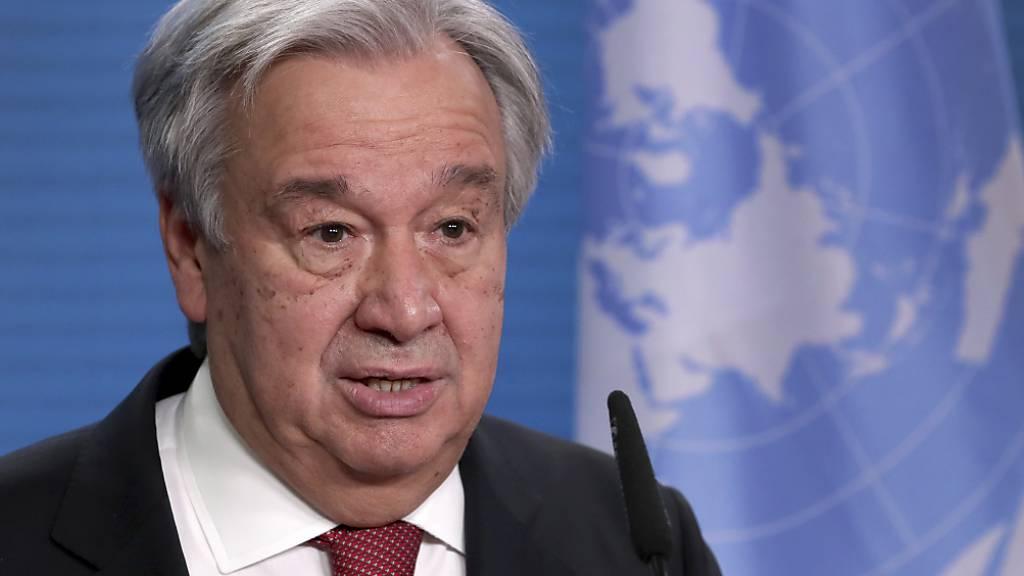 ARCHIV - UN-Generalsekretär Antonio Guterres ruft zur aktiven Bekämfung der Pandemie und des Klimawandels auf. Foto: Michael Sohn/AP POOL/dpa
