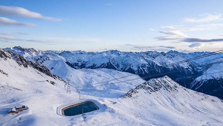 Das Skigebiet Davos Parsenn öffnet seine Pisten für Skifahrer vorläufig nur an den Wochenenden.