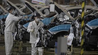 In China ist die Wirtschaft im ersten Quartal stark geschrumpft - viele Unternehmen konnten aufgrund der Coronavirus-Restriktionen kaum produzieren. (Archivbild)