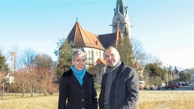 Sabine Kokontis von der evangelisch-reformierten und Christof Klingenbeck von der römisch-katholischen Kirche spannen für das Flüchtlingsprojekt zusammen.