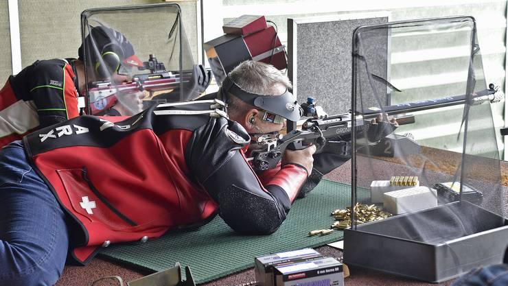 Doppelmeister Ruedi von Arx im Einsatz mit der freien Waffe.
