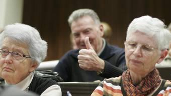 «Selbstbestimmung und Selbstständigkeit bleiben im Alter zentral», schreibt Suter in ihrer Kolumne. Im Bild: Senioren gehen wieder an die Uni, um den Kopf fit zu halten.