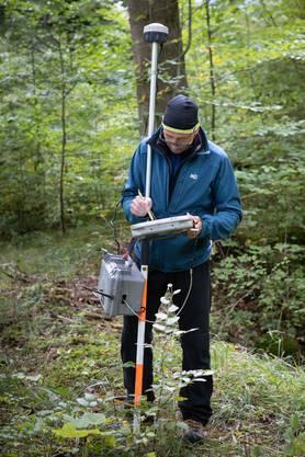 Das ist ein mobiles GPS-Gerät und wird auch zur Vermessung verwendet.