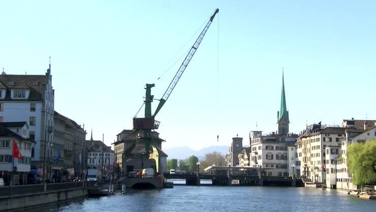 Der Hafenkran wird ein ganzes Wochenende lang gefeiert.