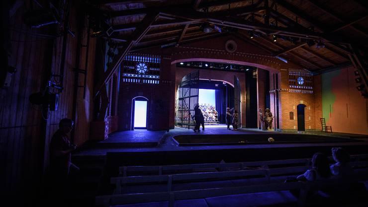 So ist die Bühne für die diesjährige Sommeroper «I'elisir d'amore» gestaltet.
