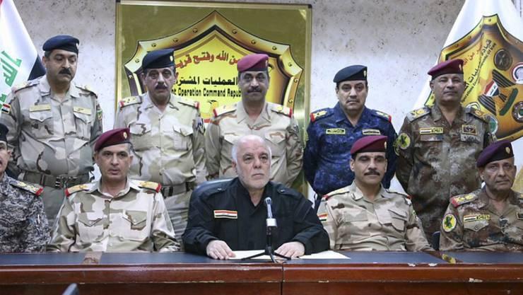 Verkündet den Sturm auf Mossul am Montag, 18. Oktober 2016: Iraks Premierminister Haider al-Abadi, umgeben von hochrangigen Offizieren.