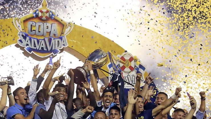 Zu Beginn der Feierlichkeiten nach dem Sieg wussten die Spieler von Motagua noch nichts von den Folgen einer Massenpanik vor dem Stadion