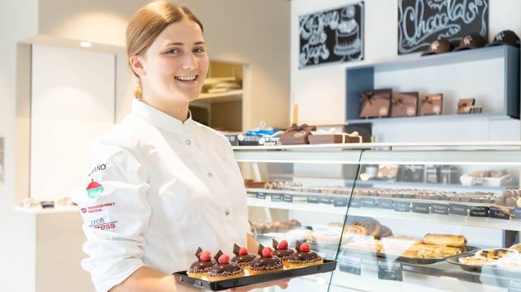 Milena Herger (19) aus Schöftland machte die Lehre in der Jowa, arbeitet jetzt bei Chocolat Kaufmann in Buchs.