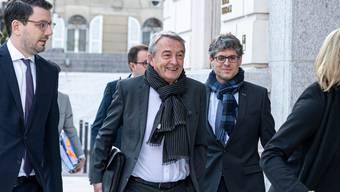 Erschien gestern überraschend zum Prozess:  Wolfgang Niersbach, ehemaliger Funktionär des Deutschen Fussball-Bundes mit Anwälten.