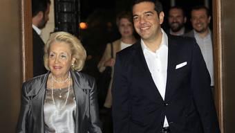 Amtsübergabe: Der frisch vereidigte griechische Ministerpräsident Alexis Tsipras und Übergangs-Regieungschefin Vassiliki Thanou.