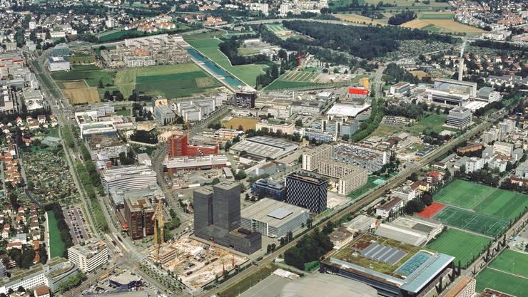 Luftaufnahme des Quartiers Leutschenbach. Hier soll bis 2021 eine städtische Wohnsiedlung entstehen. (Archivbild)
