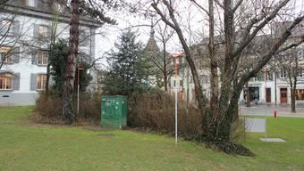 Sobald der Plan des Landschaftsarchitekten nachgereicht ist, beginnen die Arbeiten am neuen Zugang zwischen Bibliothek (links) und Ludothek.