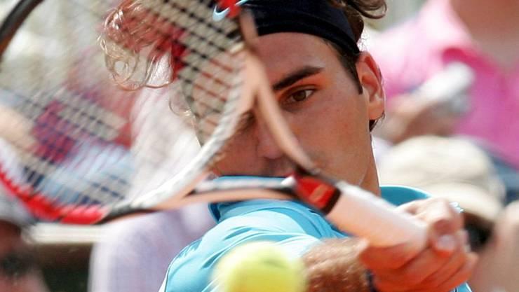 Roger Federer 2007 beim French Open: Dieses Racket liess sich ein Tennis-Fan 15'101 Franken kosten