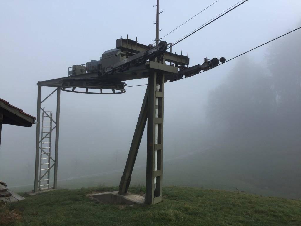 Der Skilift in Trogen hat um diese Zeit normalerweise bereits die orangen Bügel montiert (© FM1Today/Fabienne Engbers)