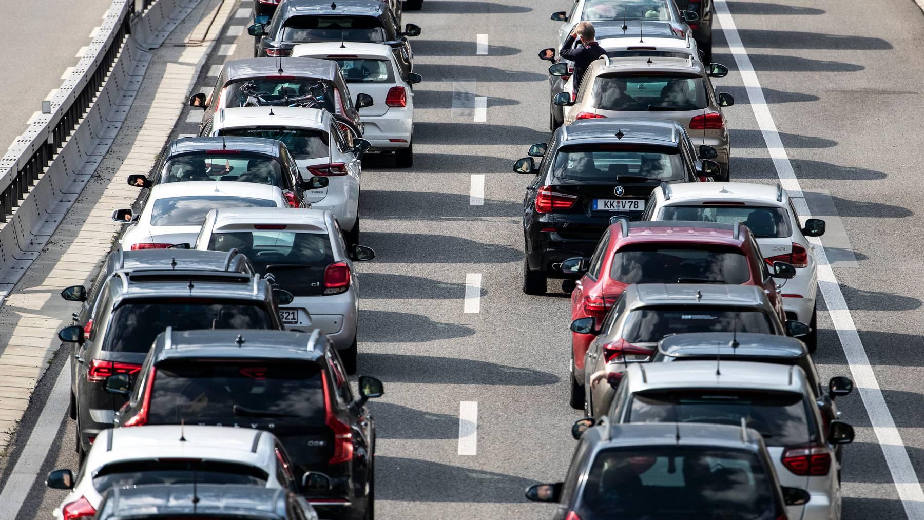 Auf der A1 und der A2 in Zürich, Winterthur oder Luzern kommt es am häufigsten zu Stau. (Symbolbild)