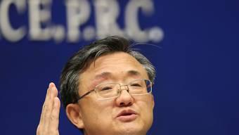 """Chinas Aussenminister Liu Zhenmin bezeichnet das Urteil des Ständigen Schiedsgerichts in Peking als """"Altpapier"""". Er beharrt auf der Position, das China im Südchinesischen Meer falls nötig eine Luftverteidigungszone ausrufen dürfte."""