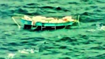 """Der Segler Abhilash Tomy wurde schwer verletzt, als auf seinem Boot """"Thuriya"""" bei einem schweren Sturm der Mast brach."""