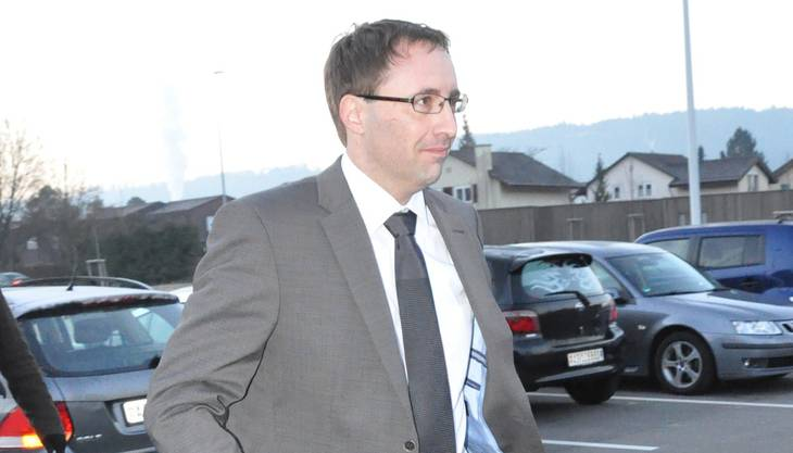 Der Wohler Rechtsanwalt Matthias Fricker auf dem Weg ins Gericht